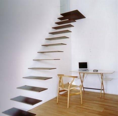 A incrível e perigosa escada flutuante.